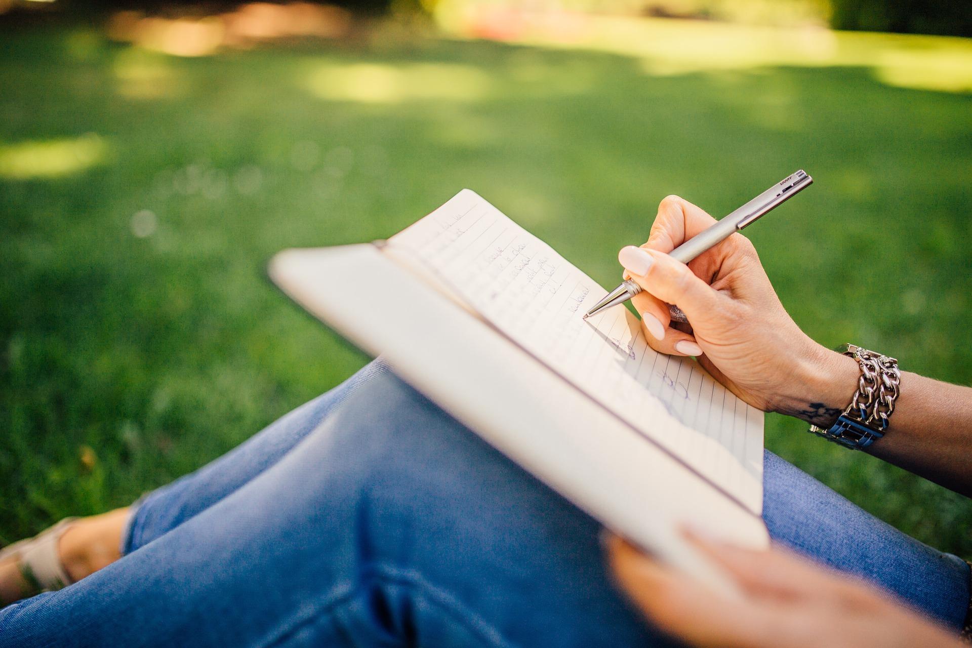Devenir rédacteur web: pourquoi ouvrir une micro-entreprise?